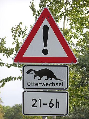 Andre steder har man allerede advarselsskilte mod odderen. Her fra Tyskland. Foto: Joachim Müllerchen CC BY 2,5, Wikimedia