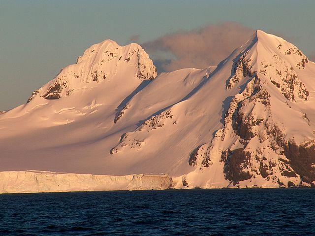 Kyst ved Antarktis. Foto: Wikimedia