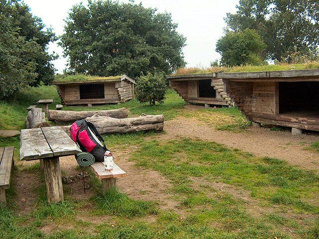 Shelterplads ved Lundum nær Horsens. En af de pladser med både vand og toilet. Her er heste også velkomne. Foto: Villy Fink Isaksen, Wikimedia