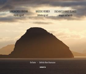 Forsiden af bogen med billeder og ord om Færøerne..