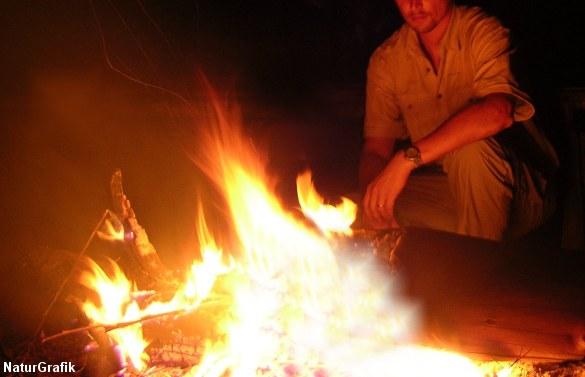 Ild både bruges til at få varme, tilberede mad og i det hele taget 'booste moralen'.