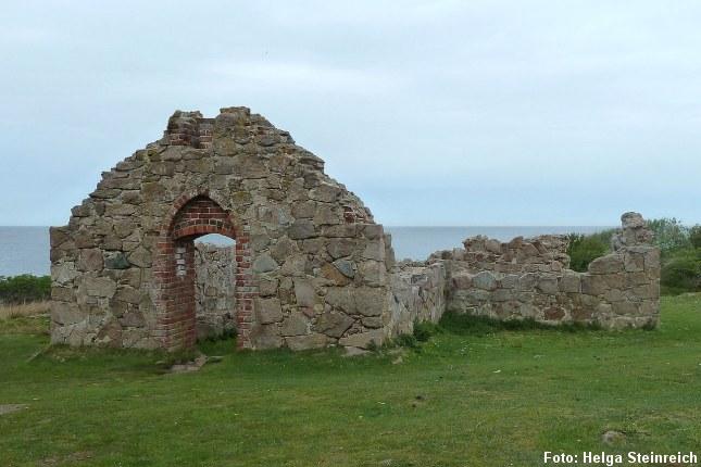 Salomons Kapel, Hammerknuden. Ruinen er fra 1300-tallet. Lige nordvest for kapellet er der en kilde som i middelalderen blev betragtet som værende hellig. Foto: Helga Steinreich, CC BY-SA 3.0, Wikipedia.