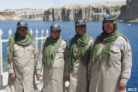Fire kvinder er for første gang i Afghanistan blevet ansat som parkbetjente. Foto: © Naseem Sultani/Wildlife Conservation Society.
