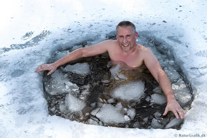 Naturvejleder Niels Lisborg vinterbader