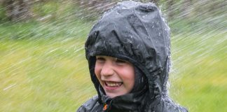 Test af regntøj til børn